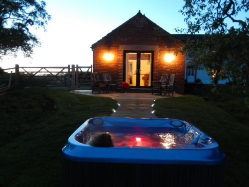 RED STABLES (Hot Tub), Aikton, Near Carlisle