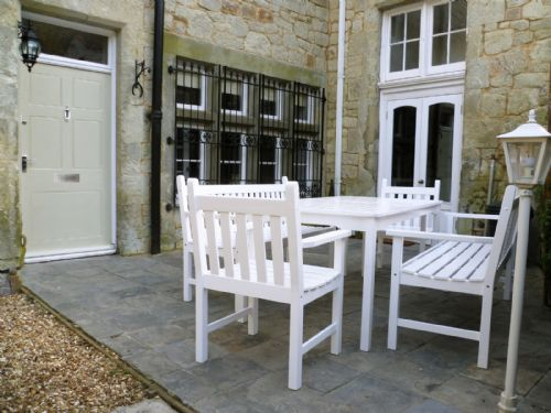 Outdoor seating, ideal for 'al fresco' dining...