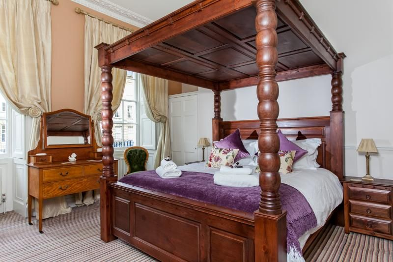Sumptuous super king four poster bed