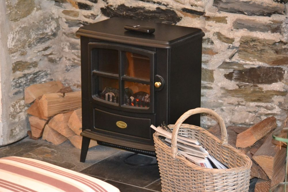 Electric 'wood burner effect' fire - Sitting room