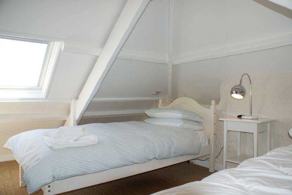 Buckingham Cottage, St Mawes, 2nd floor bedroom