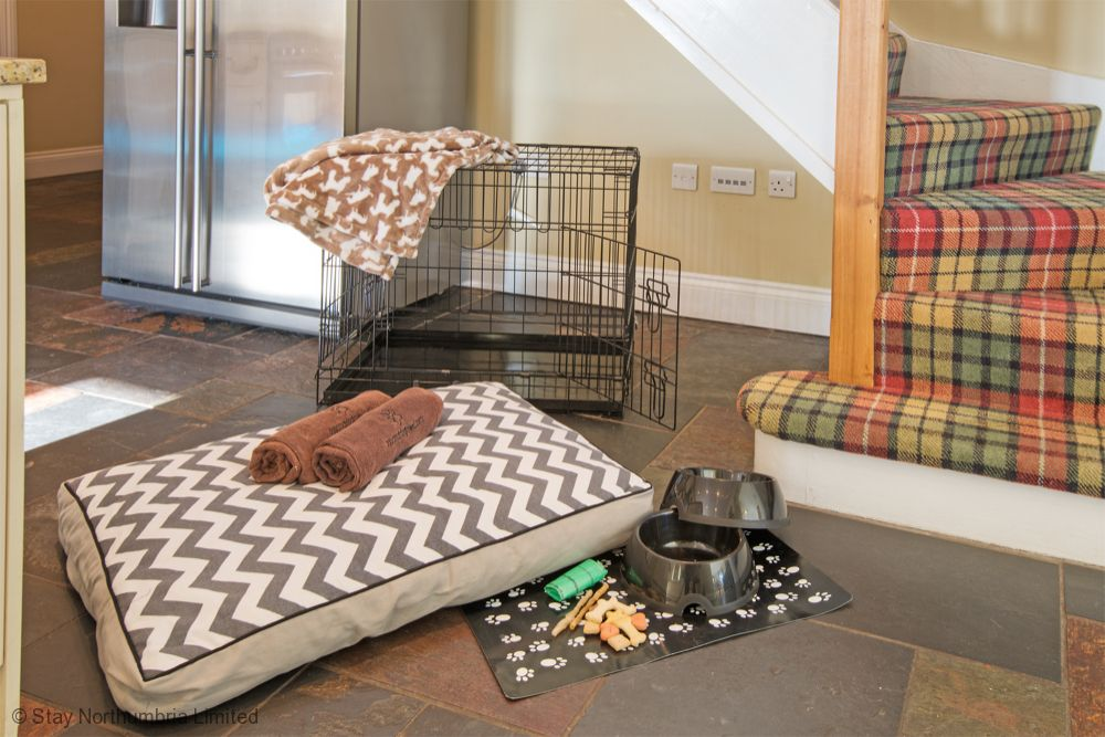 Welcomes dogs - crate & duvet available to hire