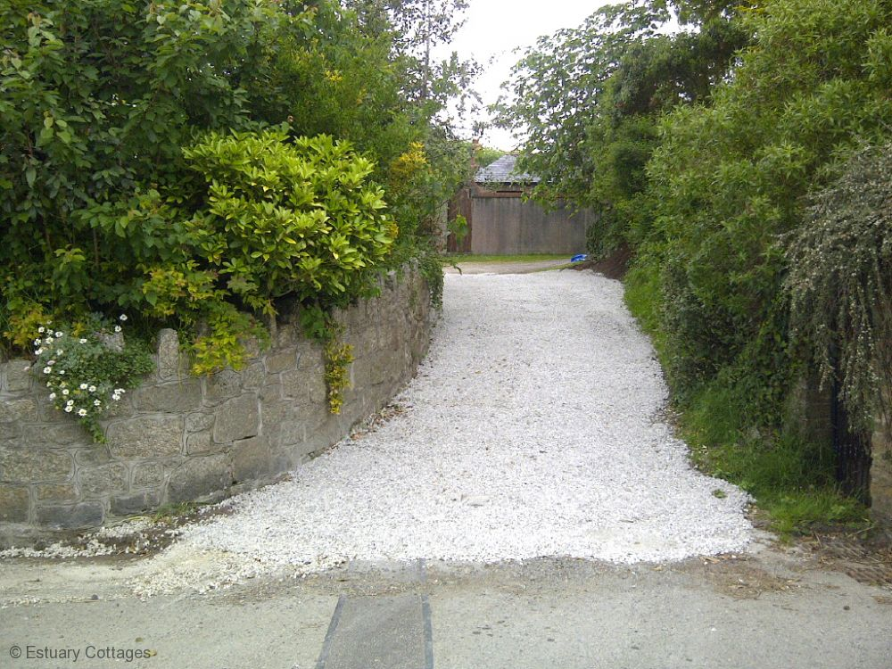 Shared driveway to back of property