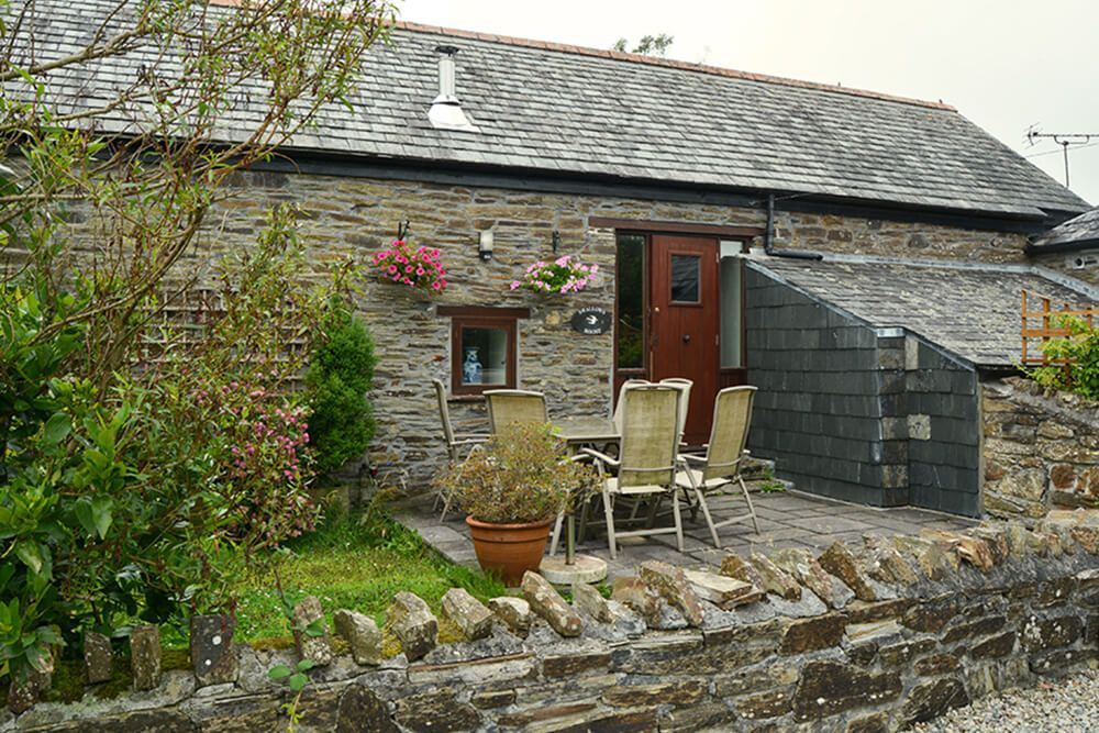 Swallow's Roost (sleeps 6) adjoining Robin's Nest is ideal for your friends
