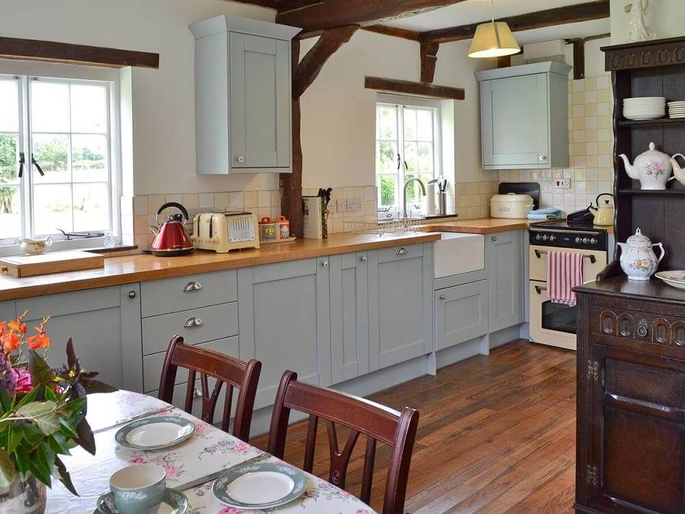 Larkin Farmhouse ground floor: Well-equipped farmhouse kitchen with small breakfasting table