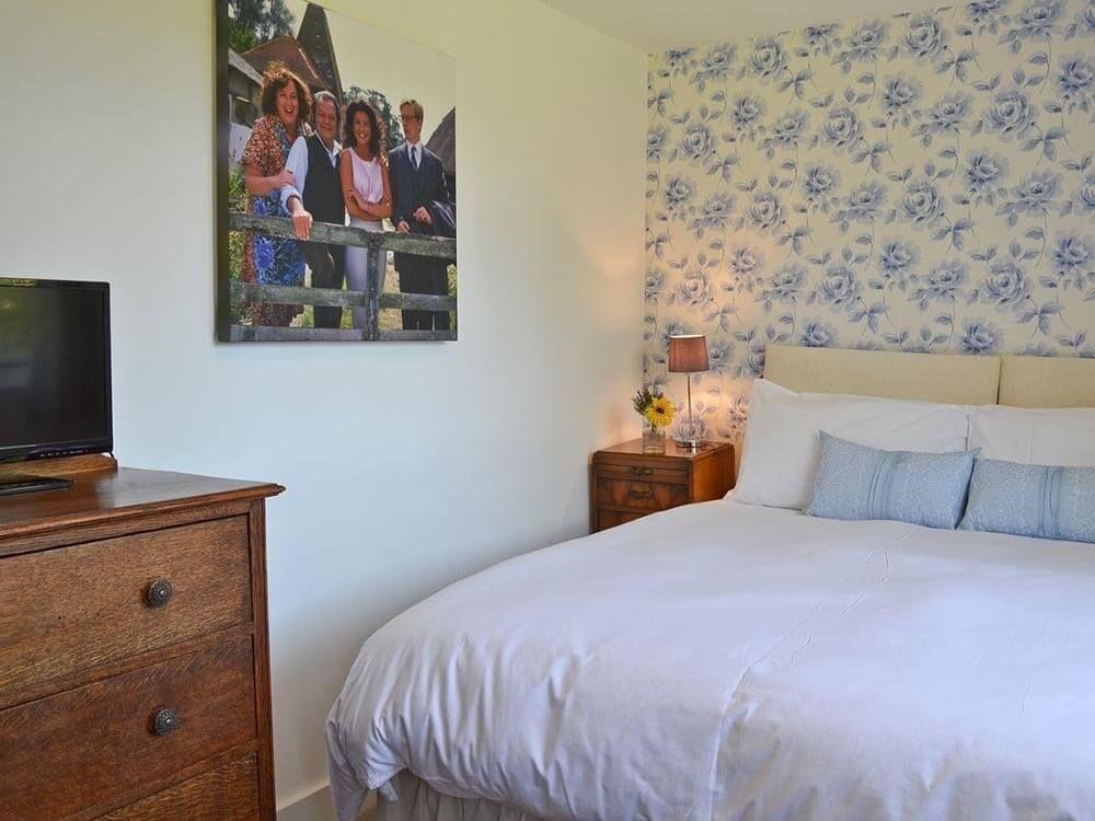 Larkin Farmhouse first floor: Double/twin bedroom with 5' zip & link shares the family bathroom