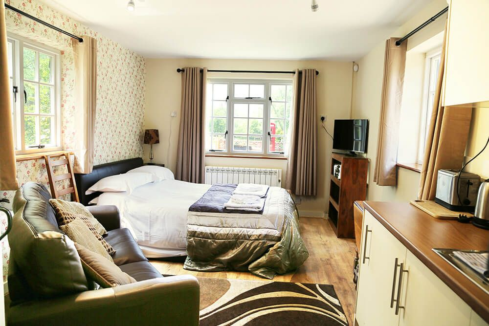 The delightful self contained double studio to Larkin Farmhouse with comfortable 5' bed