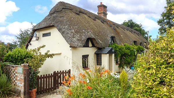 Longhouse Cottage is a Grade ll listed cob and thatched cottage in rural East Dorset