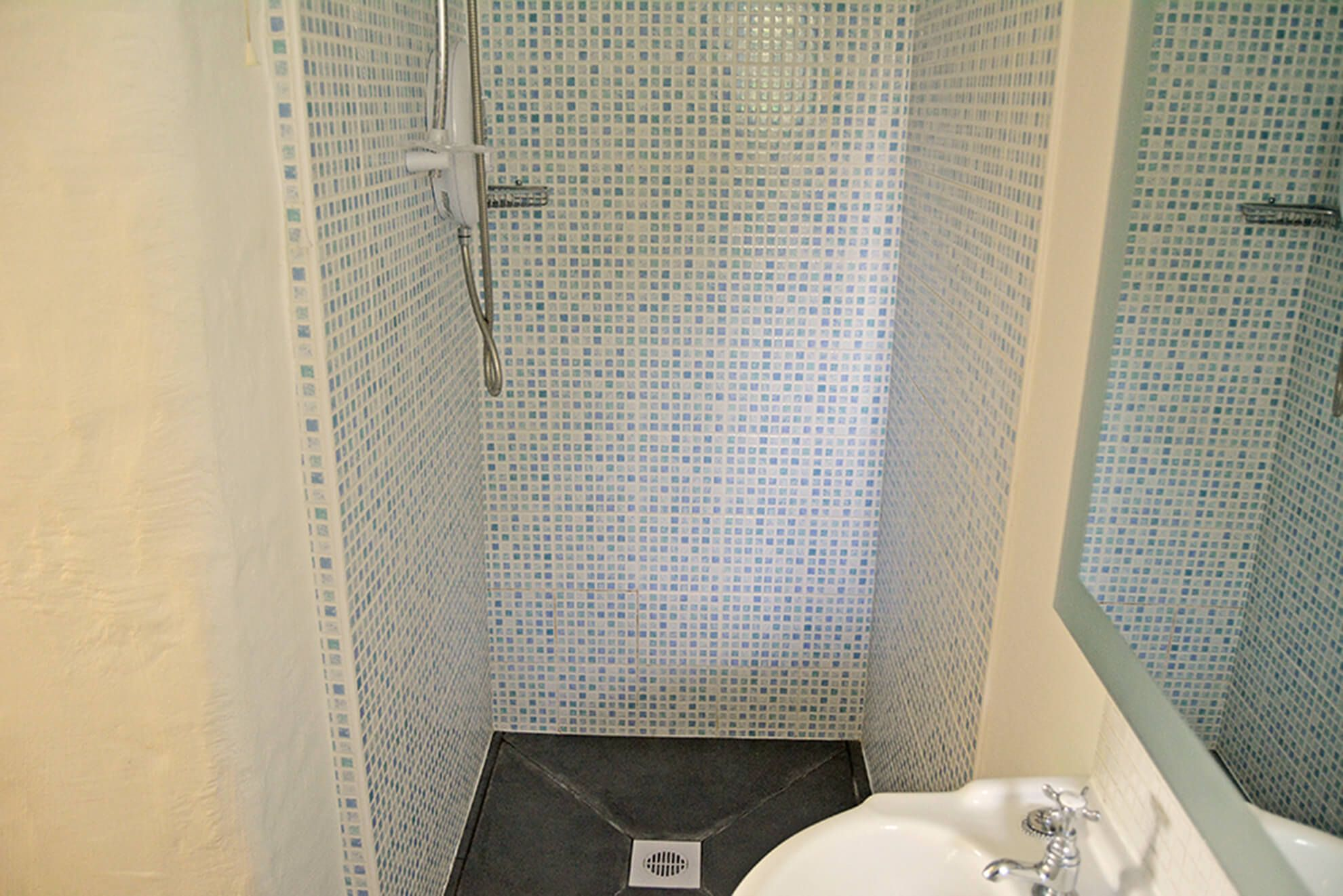 Ground floor: En suite shower room to bedroom with super-king size bed