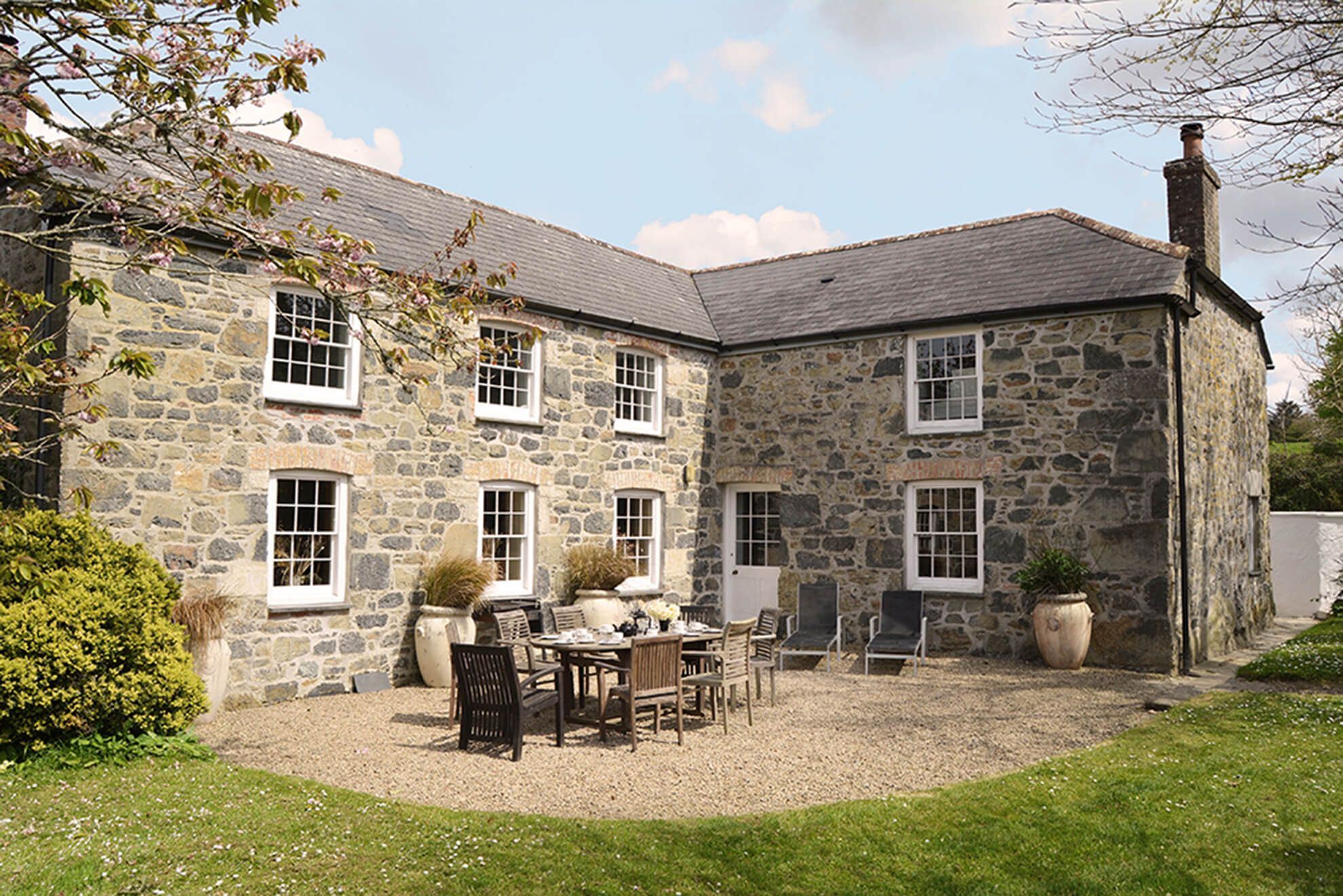 The beautifully appointed farmhouse has a sunny barbecue terrace