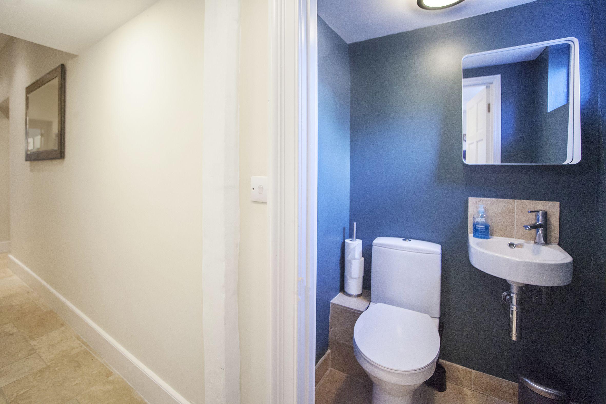 Green Park Garden Apartment | 2 Bedroom Central Garden Apartment Bath