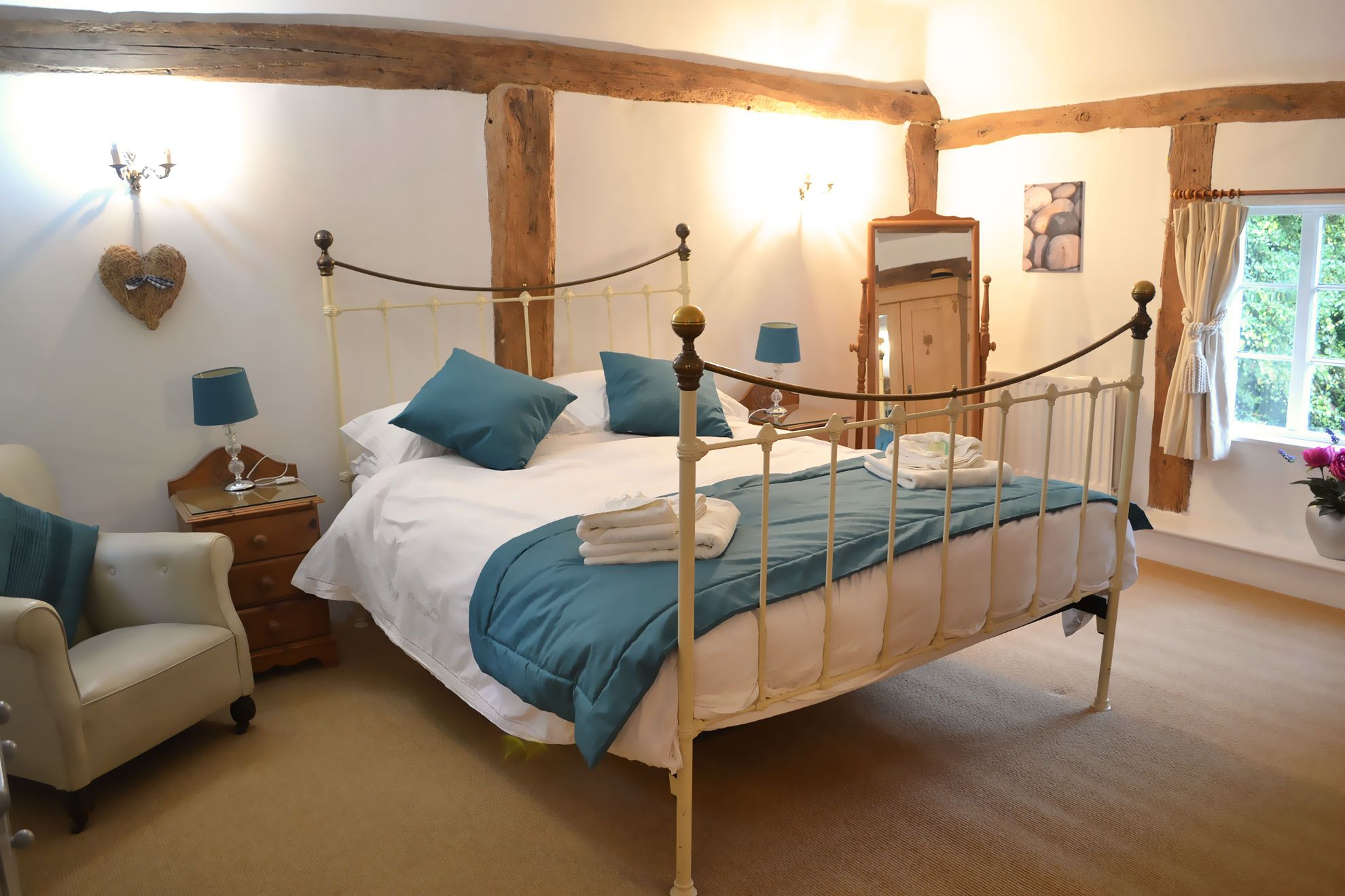 The Farmhouse first floor: Master bedroom with 5' double bed & en suite bathroom