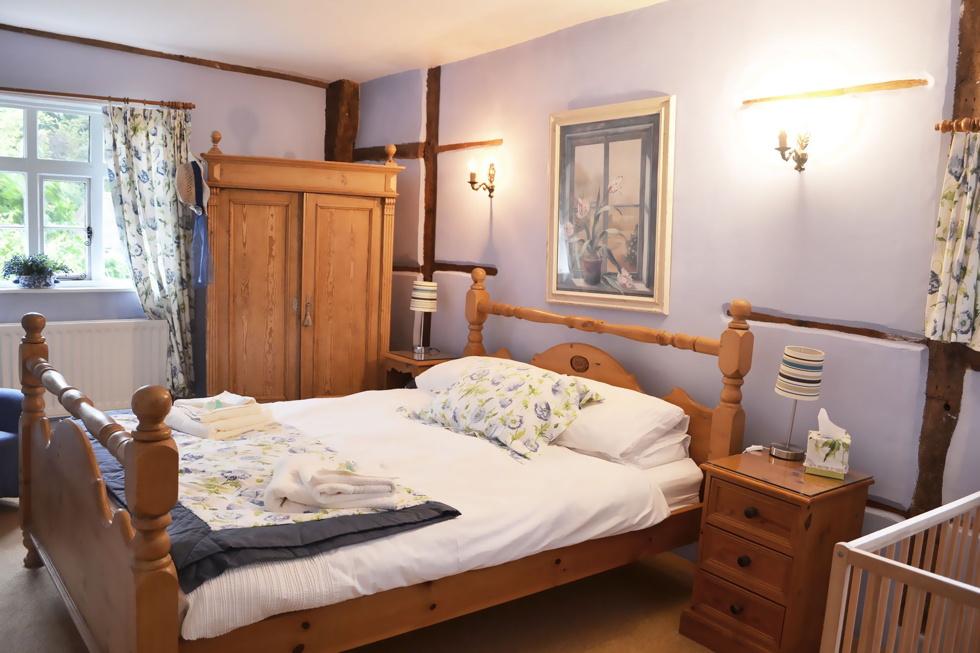 The Farmhouse first floor: Double bedroom with 5' double bed