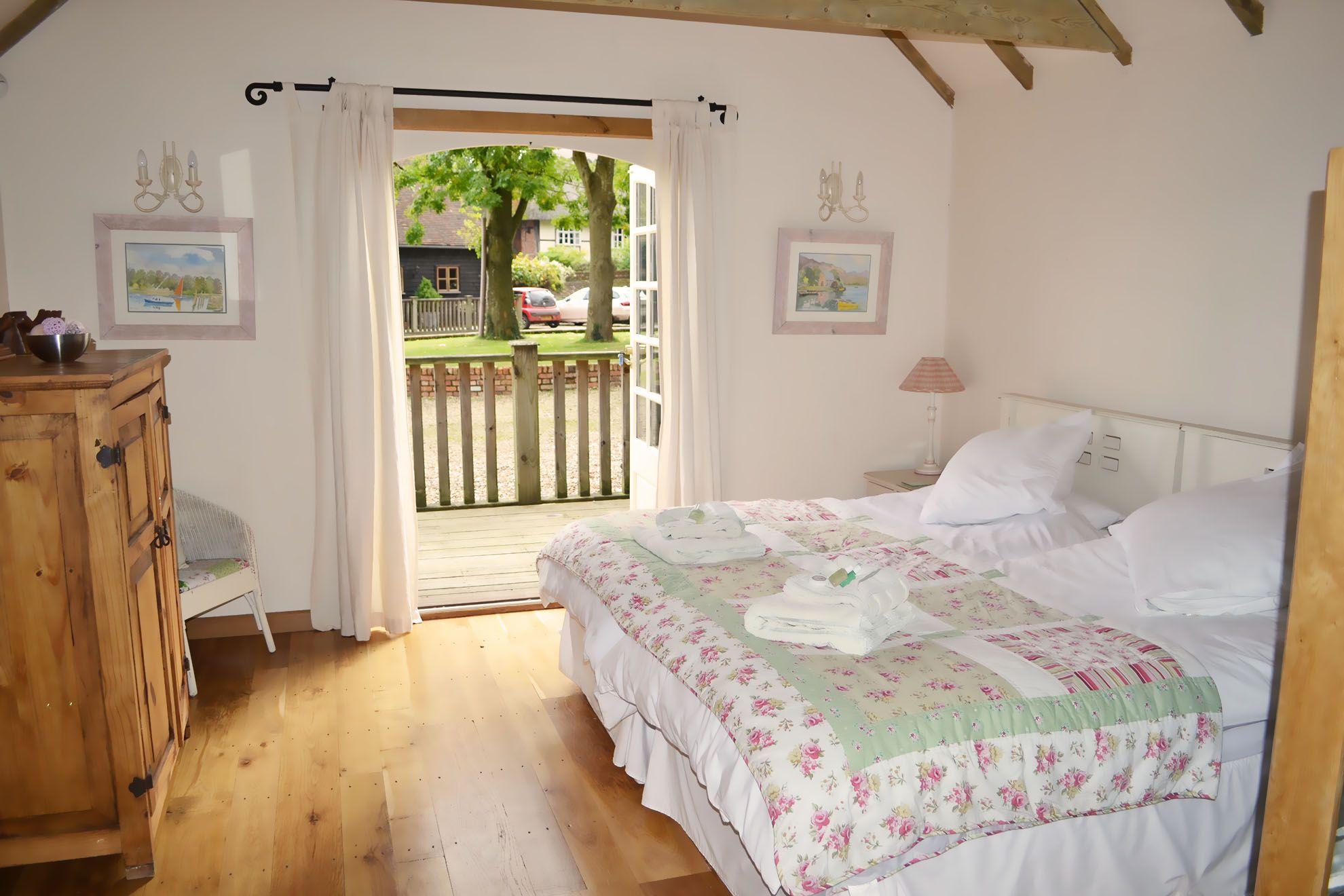 Stable Cottage ground floor: Master bedroom with 6' bed & en suite wet room