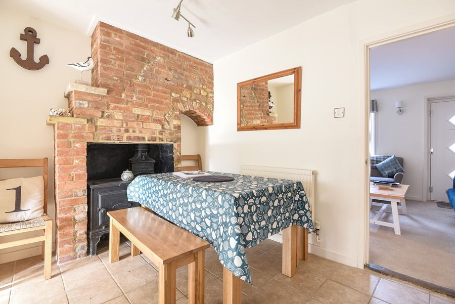 Avocet Cottage   Dining area