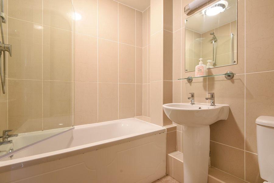 Avocet Cottage   Bathroom