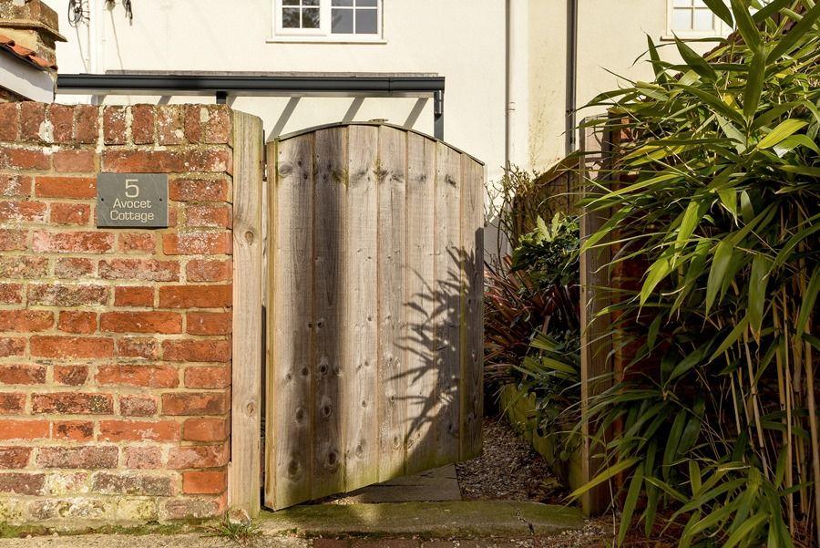 Avocet Cottage   Back gate