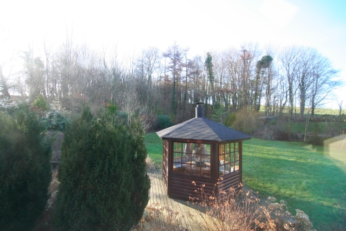 ...and fully enclosed barbecue hut.