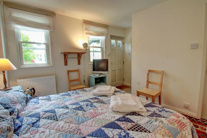 Ground floor bed room.