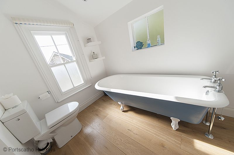 Gibraltar House; St Mawes; Family Bathroom