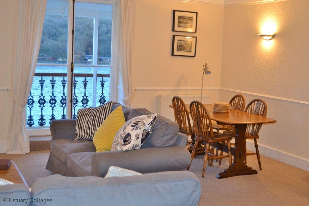 Sitting Room / dining area