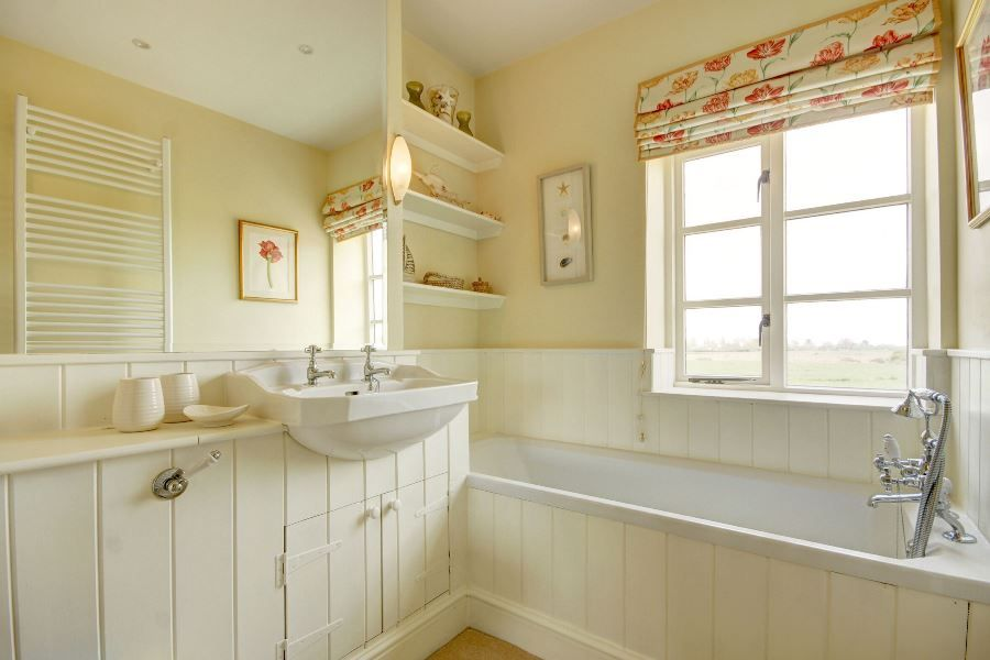 Greystones | En-suite bath