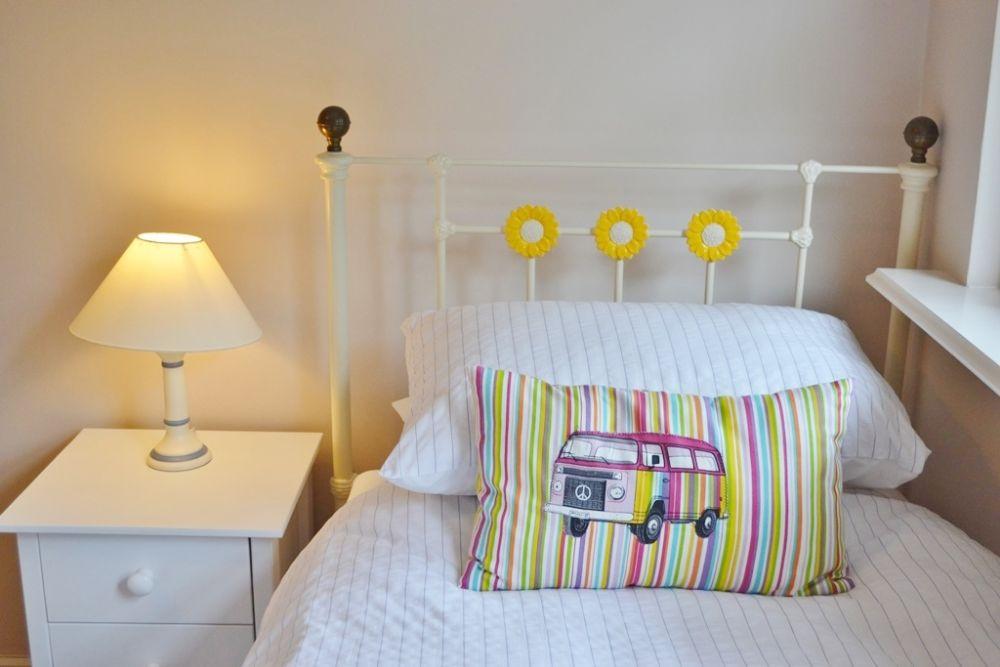Bedroom 1 - Twin