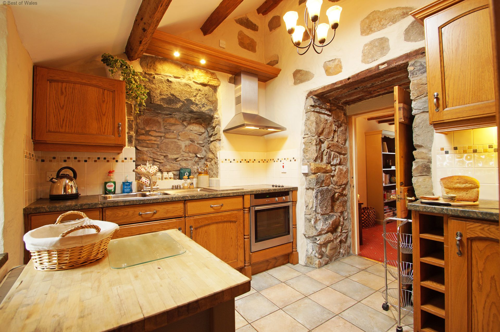Llyn peninsula holiday cottage for Dining room next to kitchen