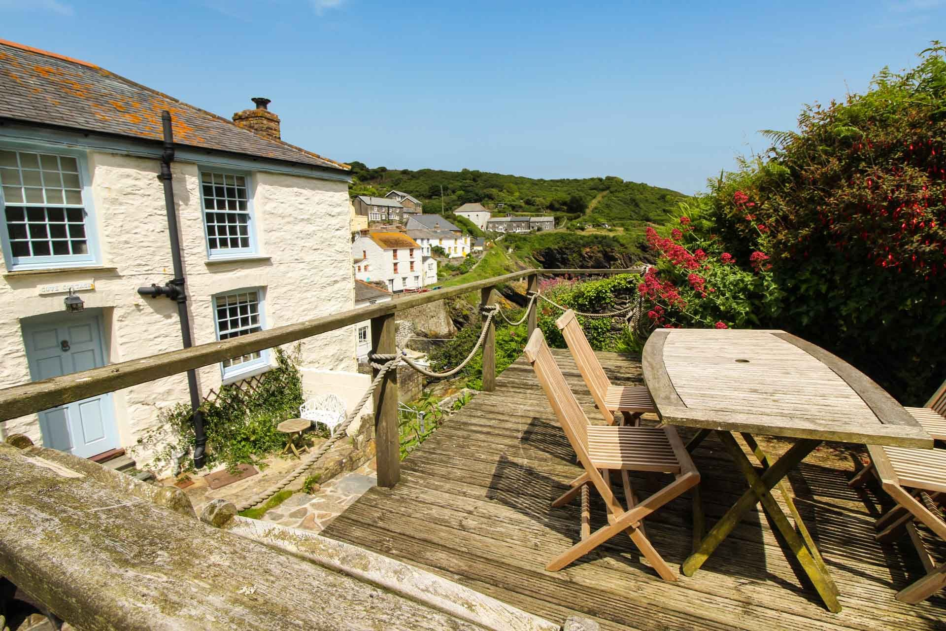Cove cottage 413679 st mawes and the roseland for Custom cottage fish house prices