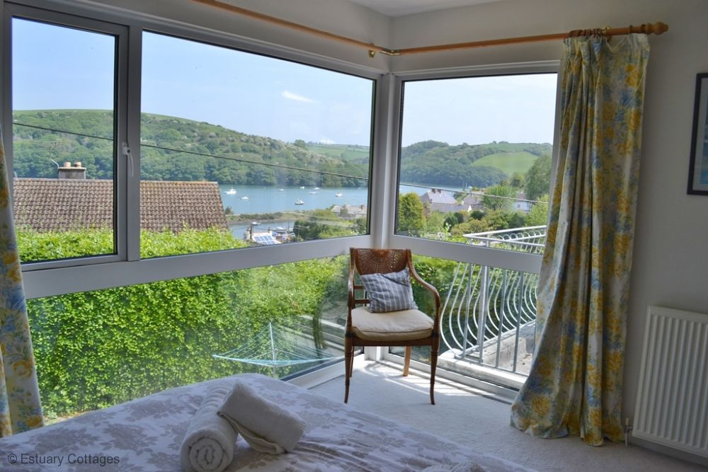 Master Bedroom - with kingsize bed and river views
