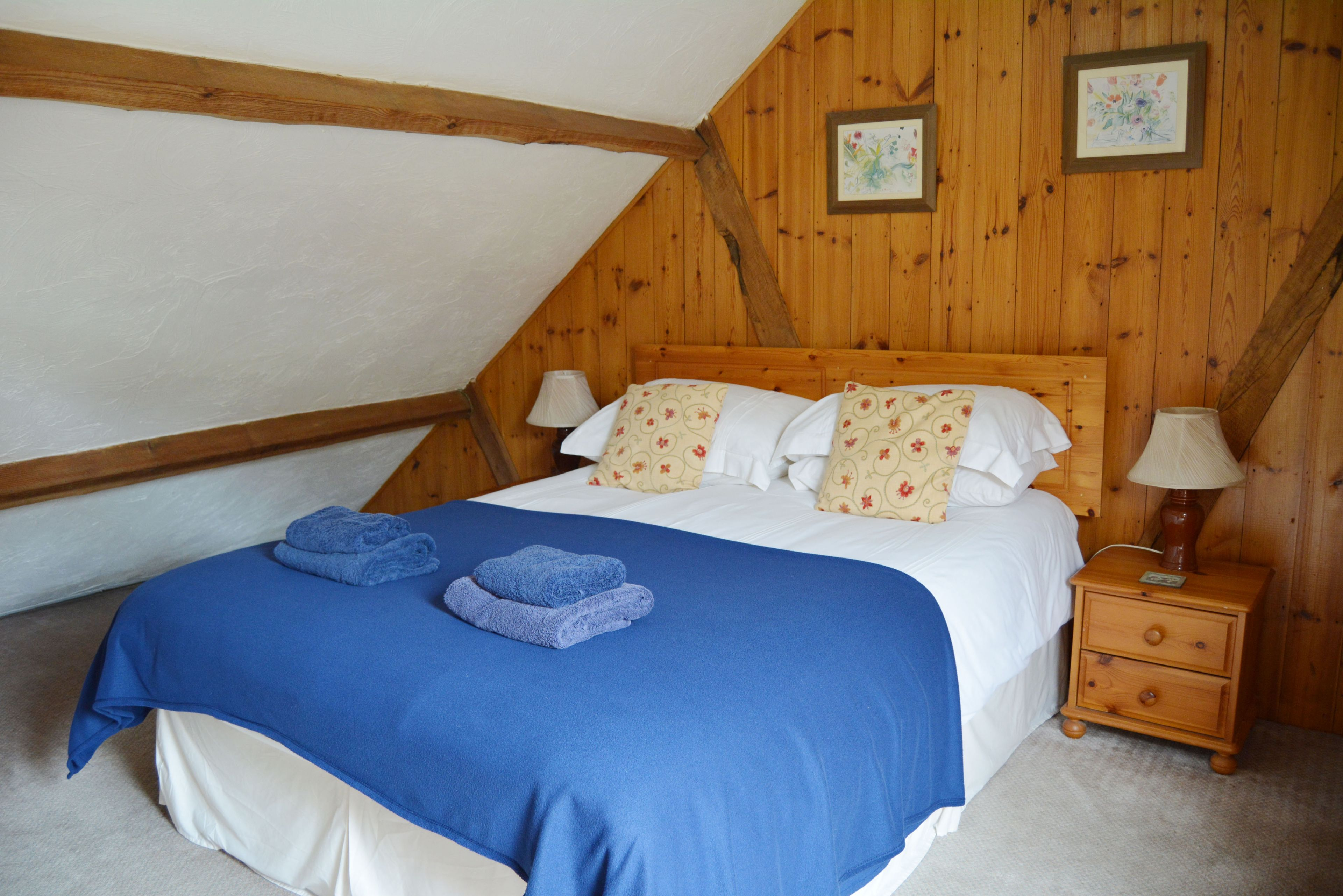 First floor: Galleried double bedroom with 5' bed