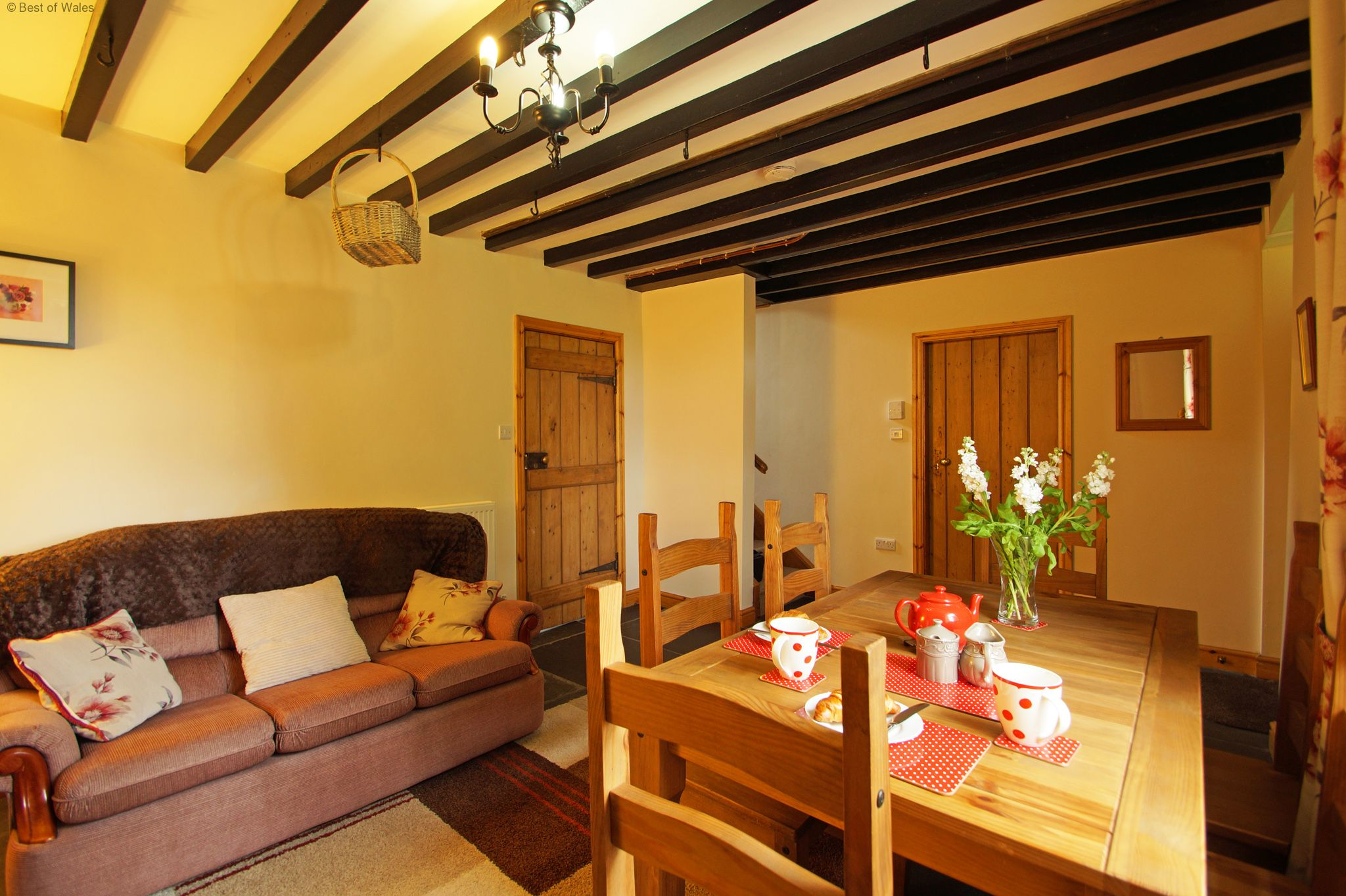 Self catering machynlleth accommodation for Llwyn y brain dining room