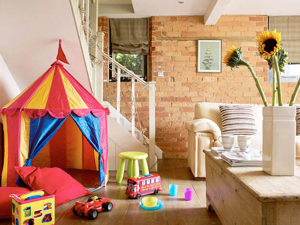 Mini guests are well looked after with a selection of toys, books and DVDs, plus a play tent