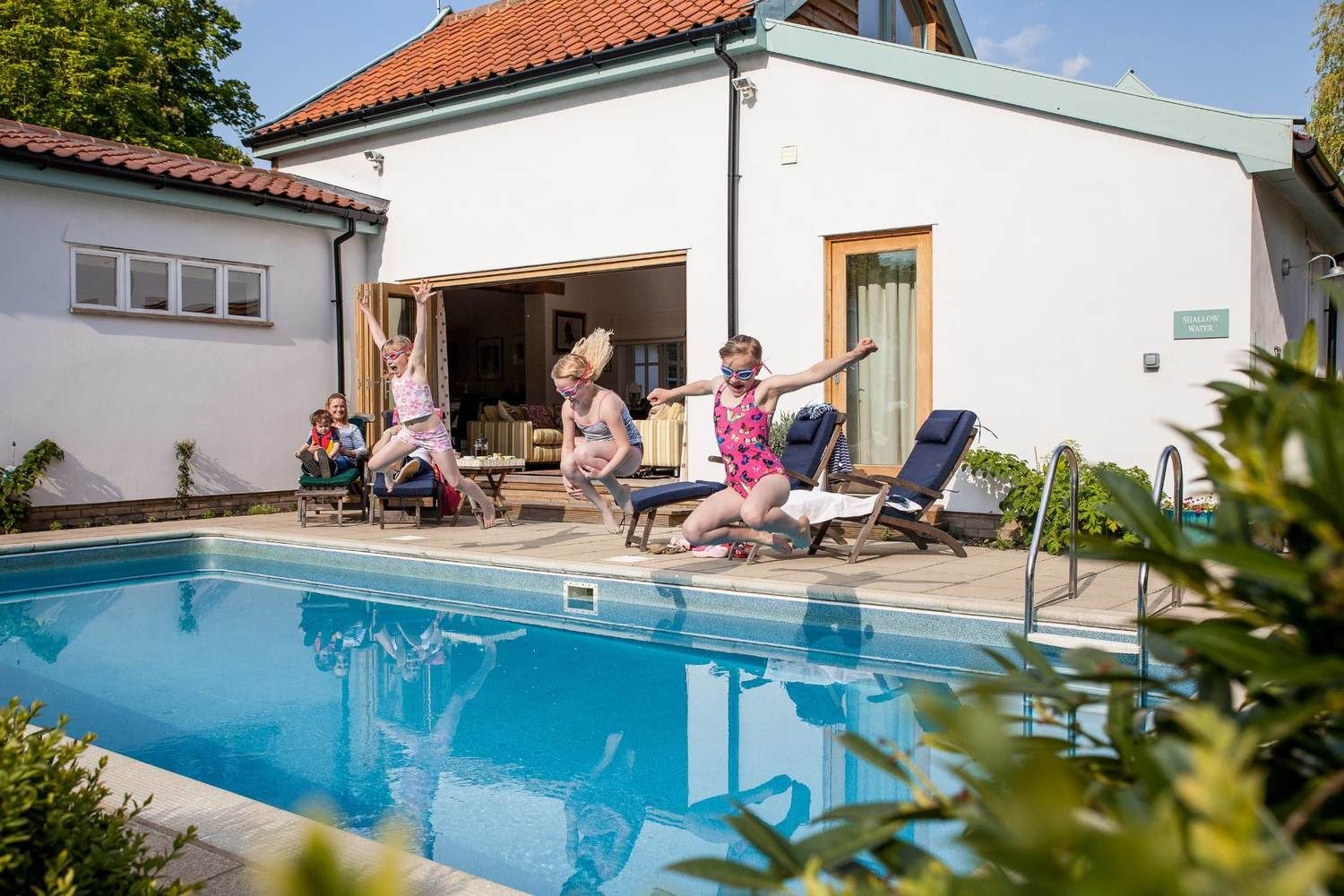 Take advantage of the fantastic facilities including a heated outdoor pool (1 April to 30 Oct)