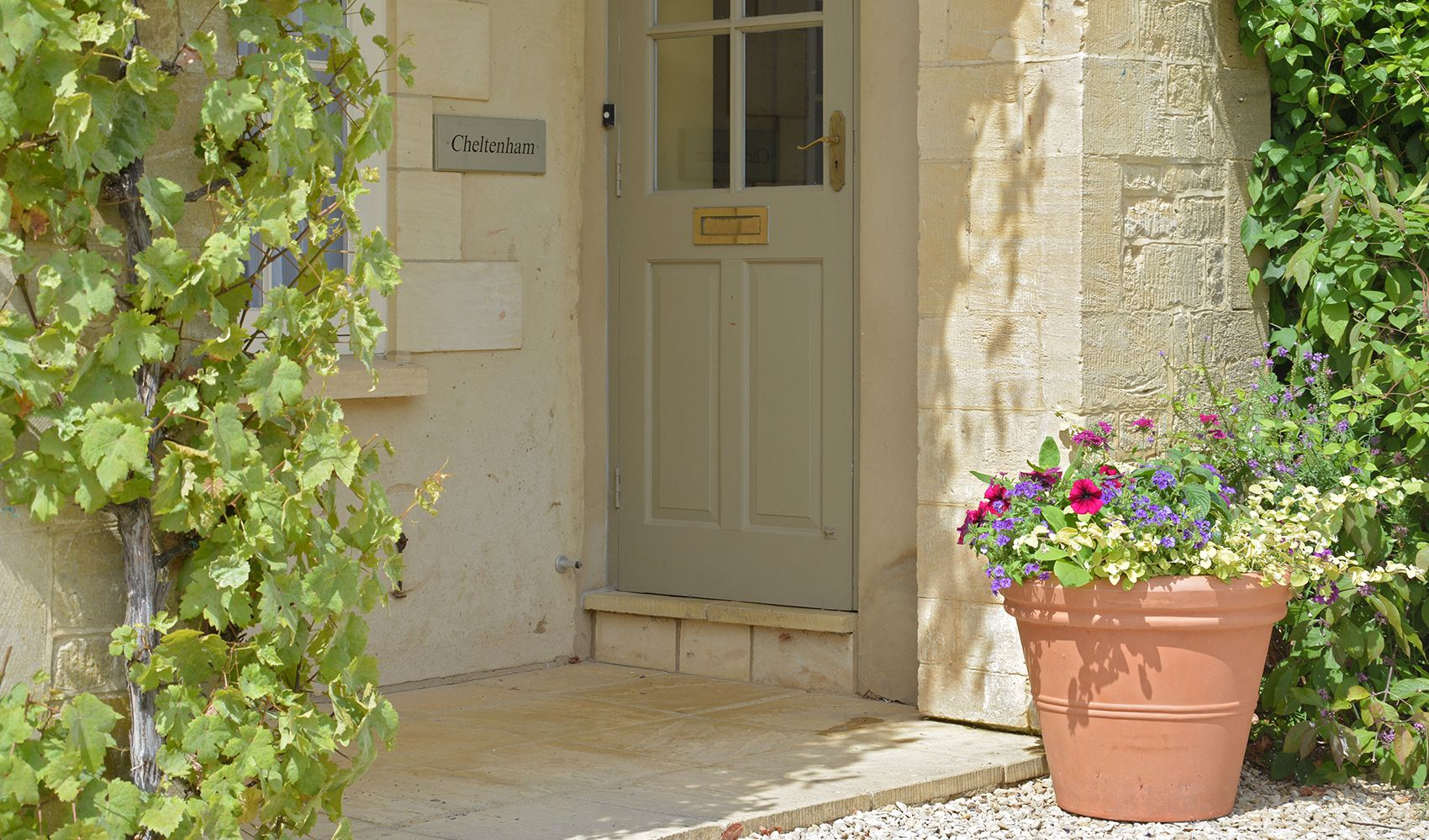 Cheltenham Cottage, located above Sandown Cottage, is accessed via a private entrance & spiral staicase
