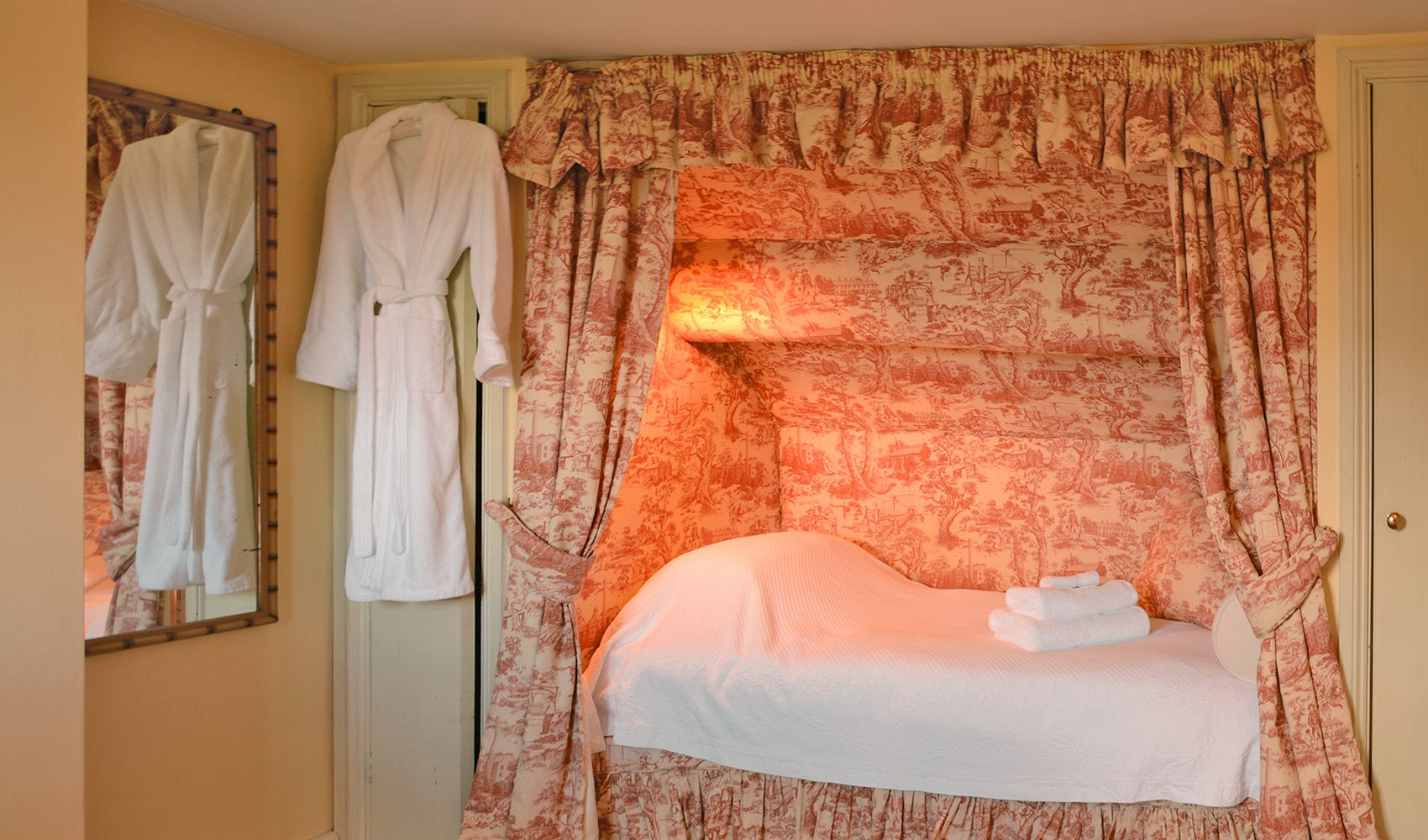 Second floor: Second twin bed in the twin bedroom in a curtained alcove