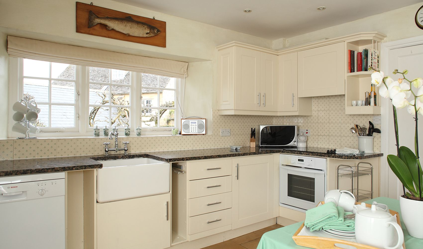 Ground floor: Light well equipped kitchen with breakfasting table