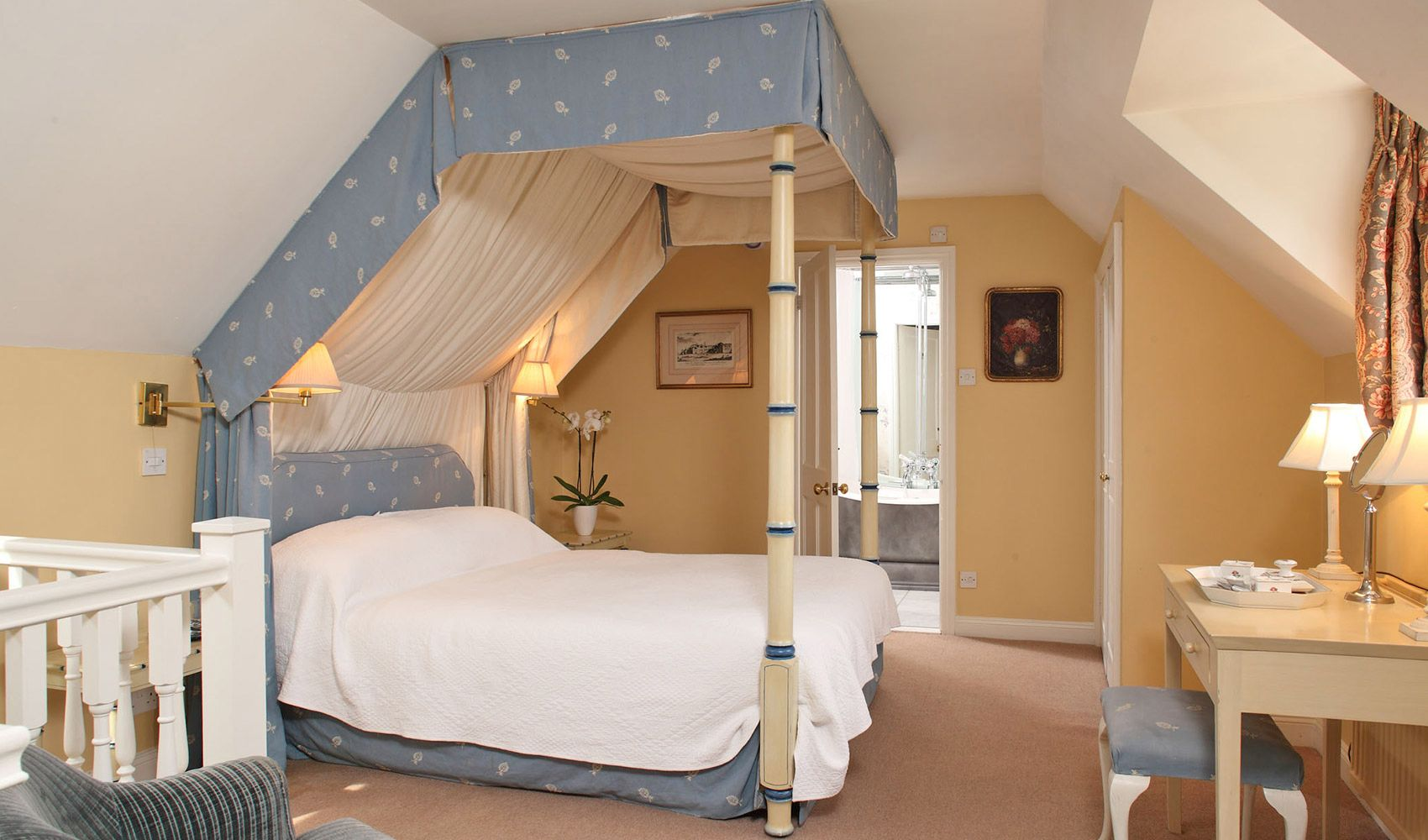 First floor: Galleried bedroom with a four poster bed & en suite bathroom