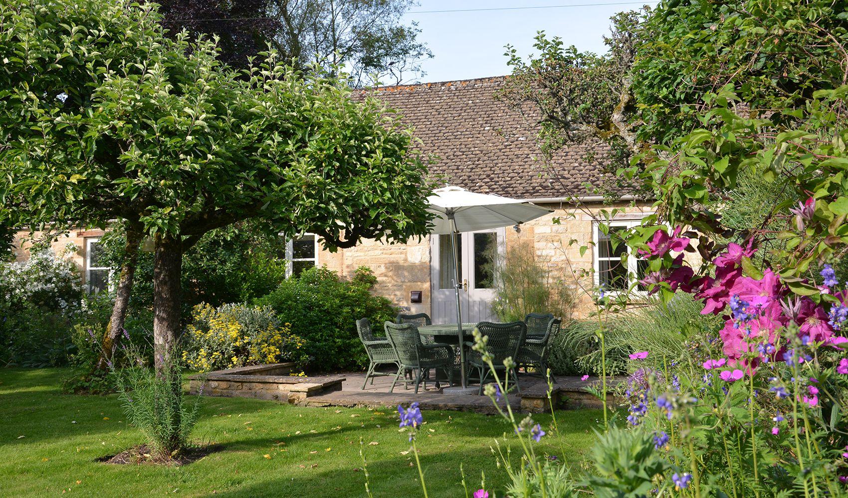 Big orchard garden with lawn & borders: garden furniture, umbrella & BBQ