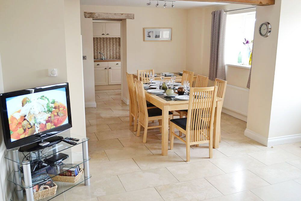 Ground floor: Dining area in the spacious open plan living space