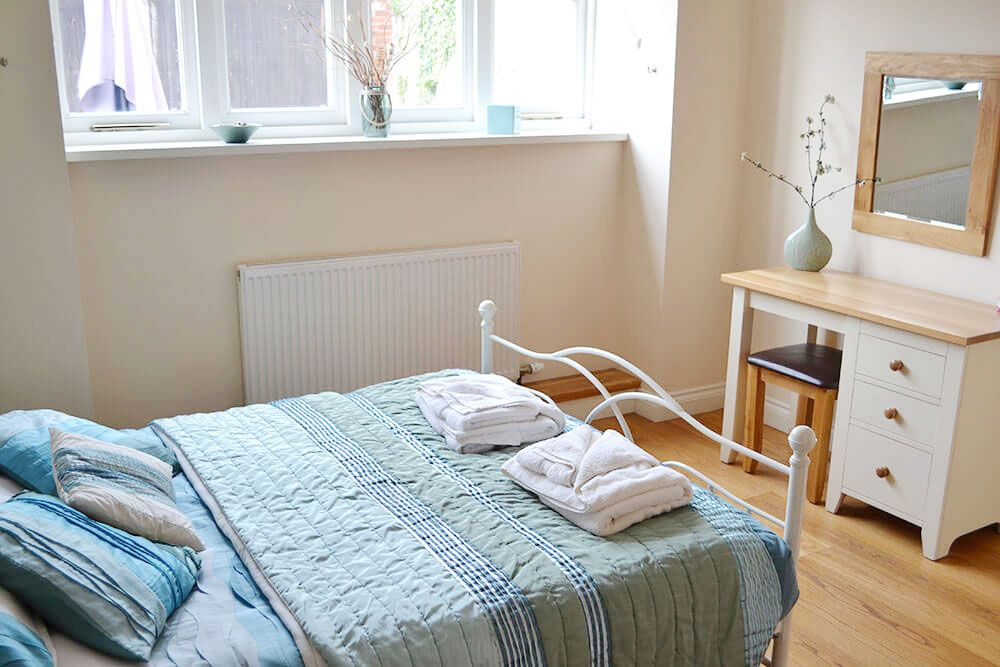 Double bedroom with 5' bed