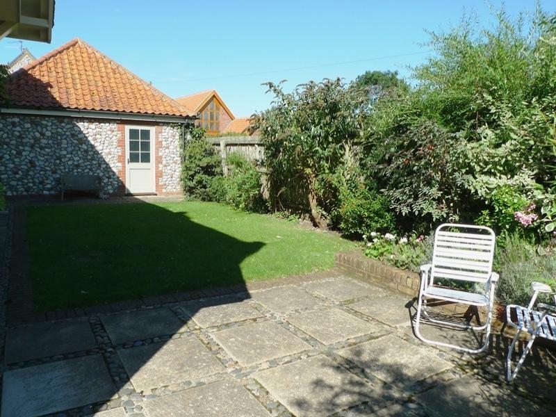 Pebble Cottage Station Road | Back garden