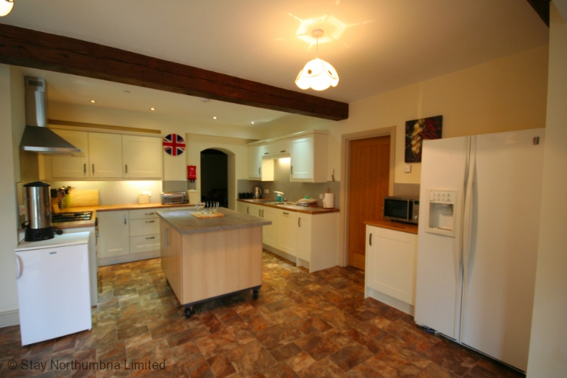 Large well equipped kitchen with mobile island
