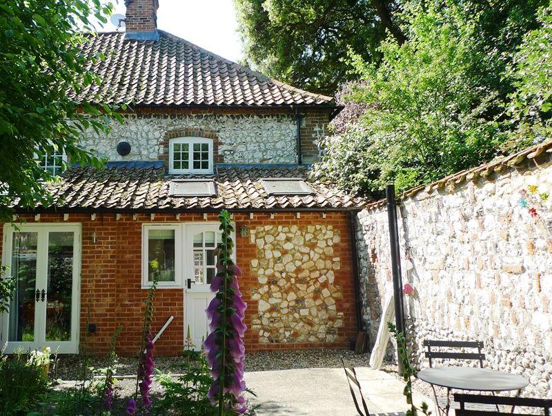 Old Sail Cottage   Back