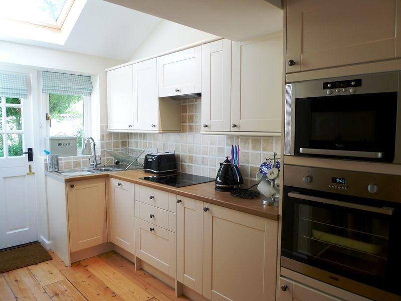Old Sail Cottage   Kitchen
