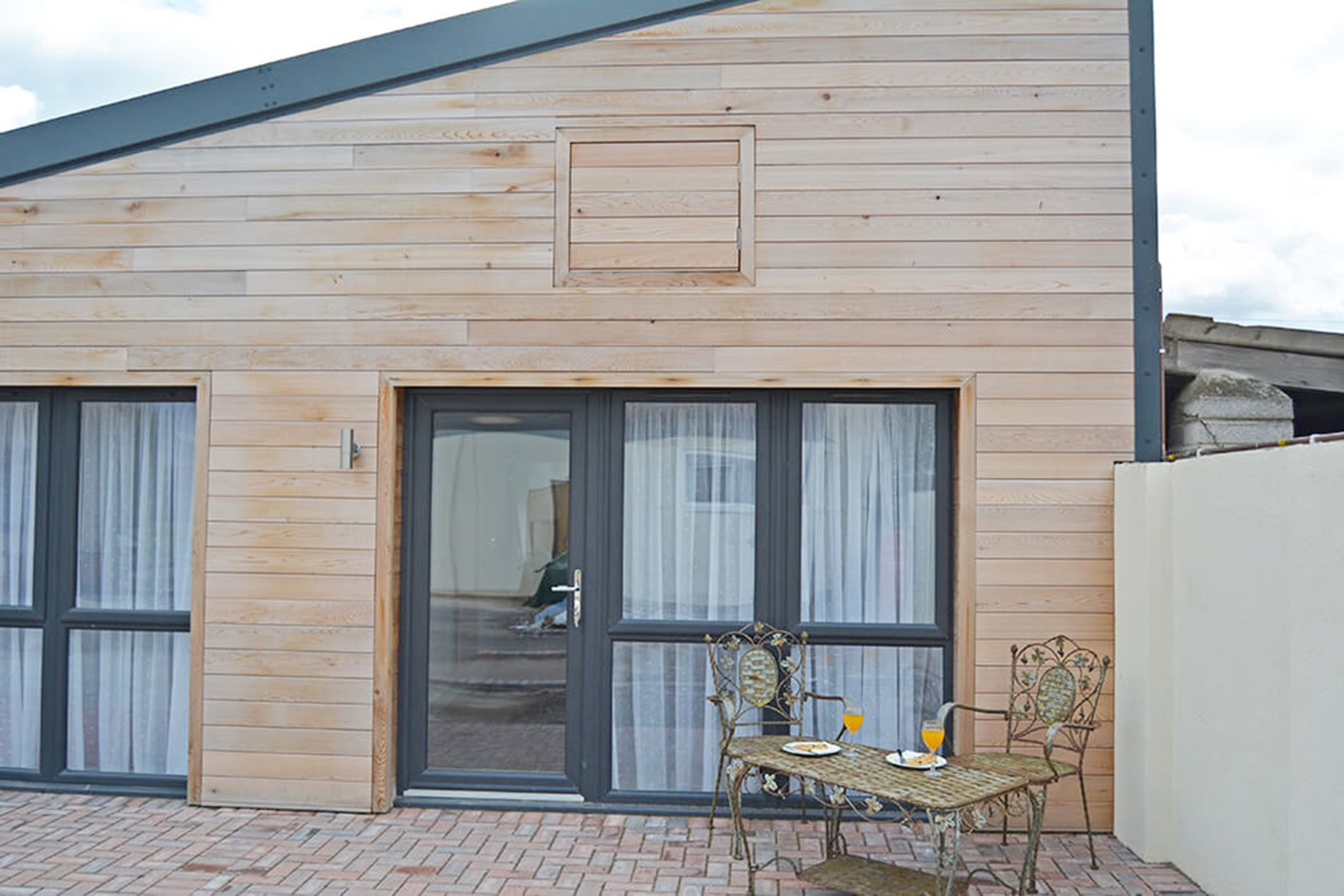 Greenside Cottage is a light and bright contemporary semi-detached cottage