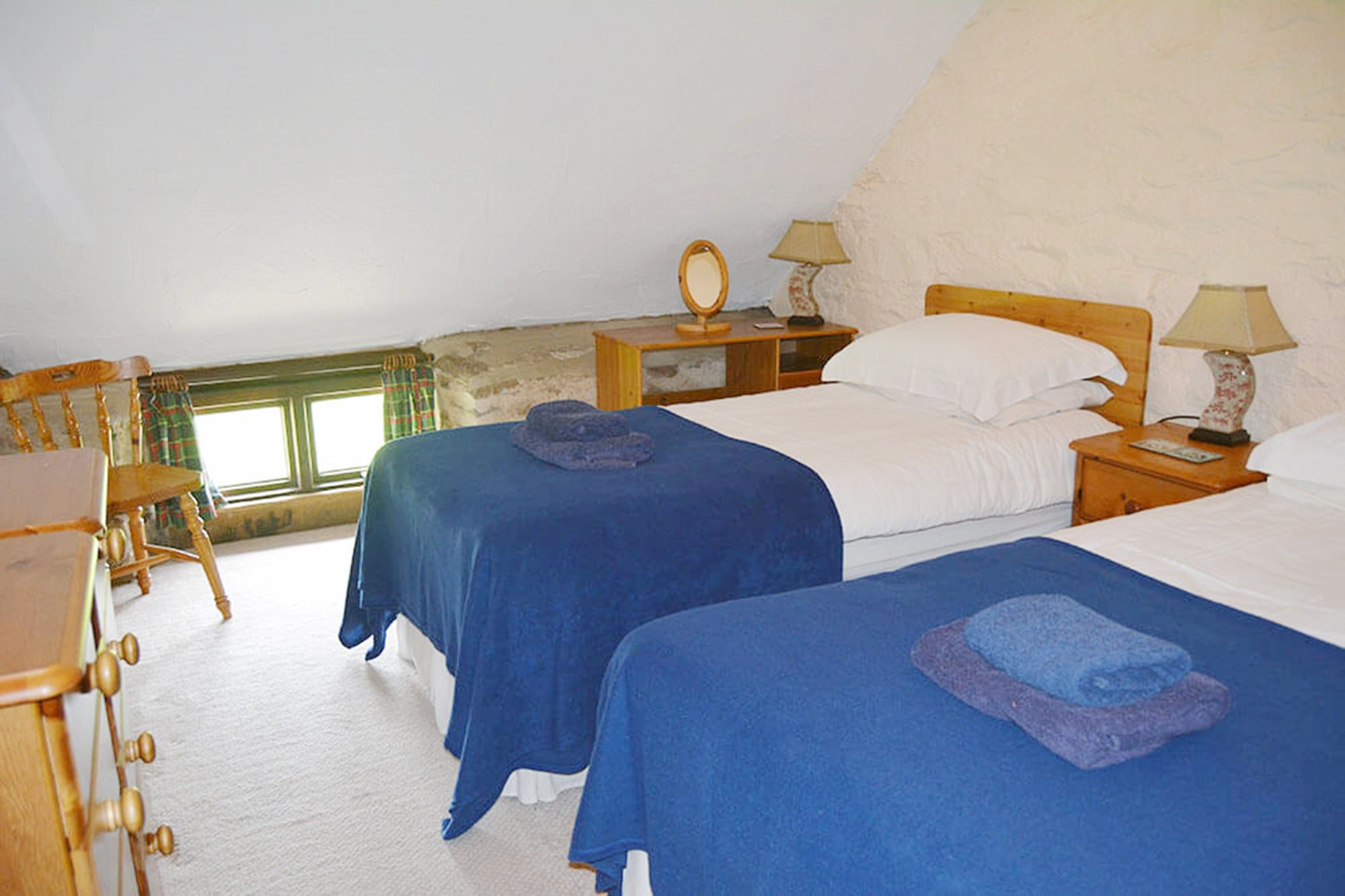Kiri Cottage first floor: Twin/double bedroom with 3' zip and link beds (can convert to a 6' double)