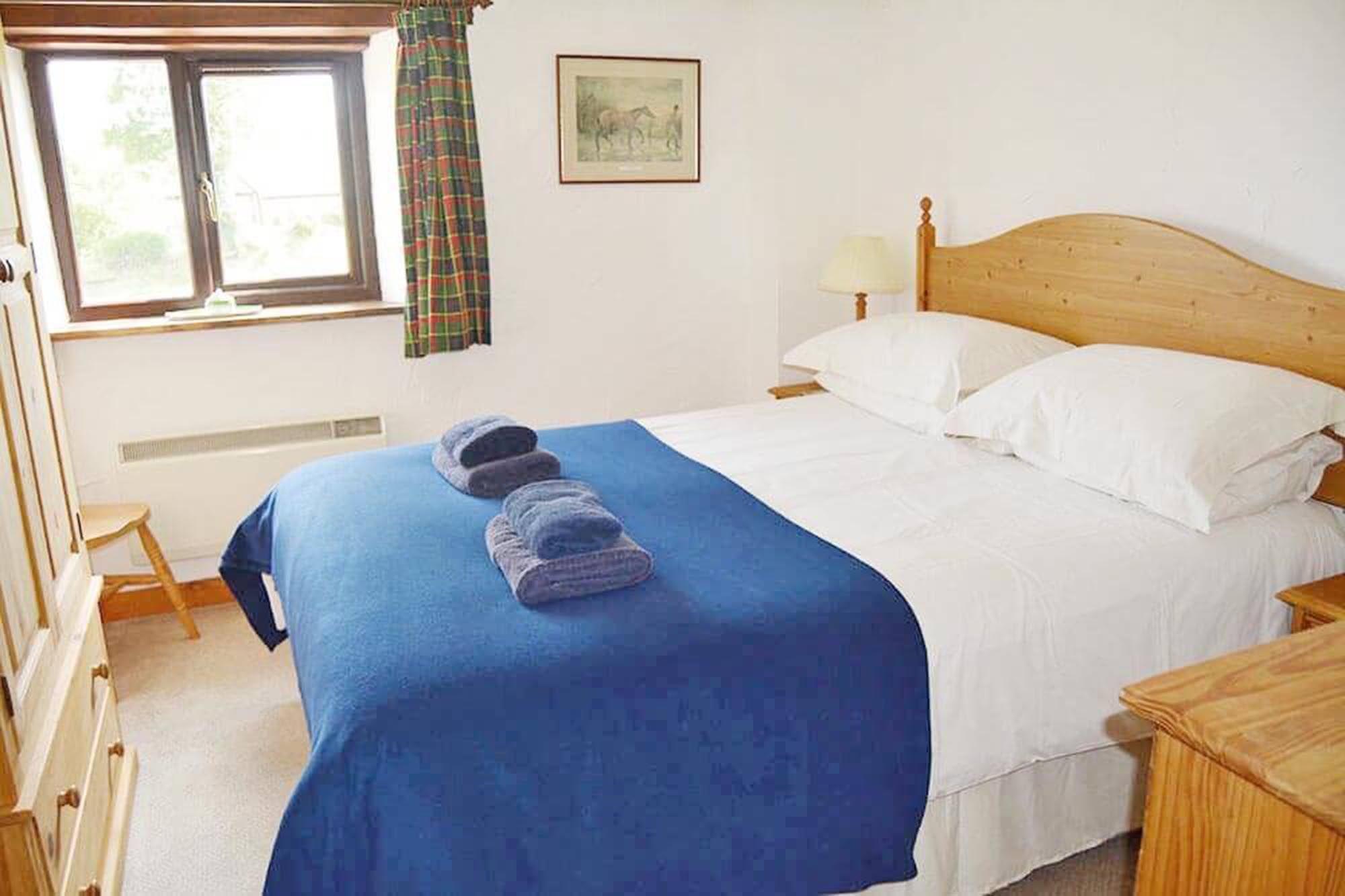 Norton Cottage ground floor: Double bedroom with 5' king size bed and en suite bathroom