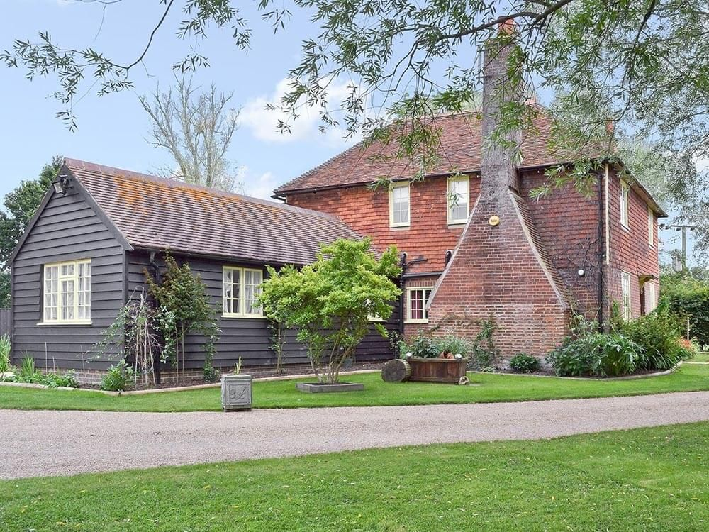 Beautiful Larkin Farmhouse, sleeping 10, featured as the home of Ma and Pop Larkin in the Darling Buds of May ITV series