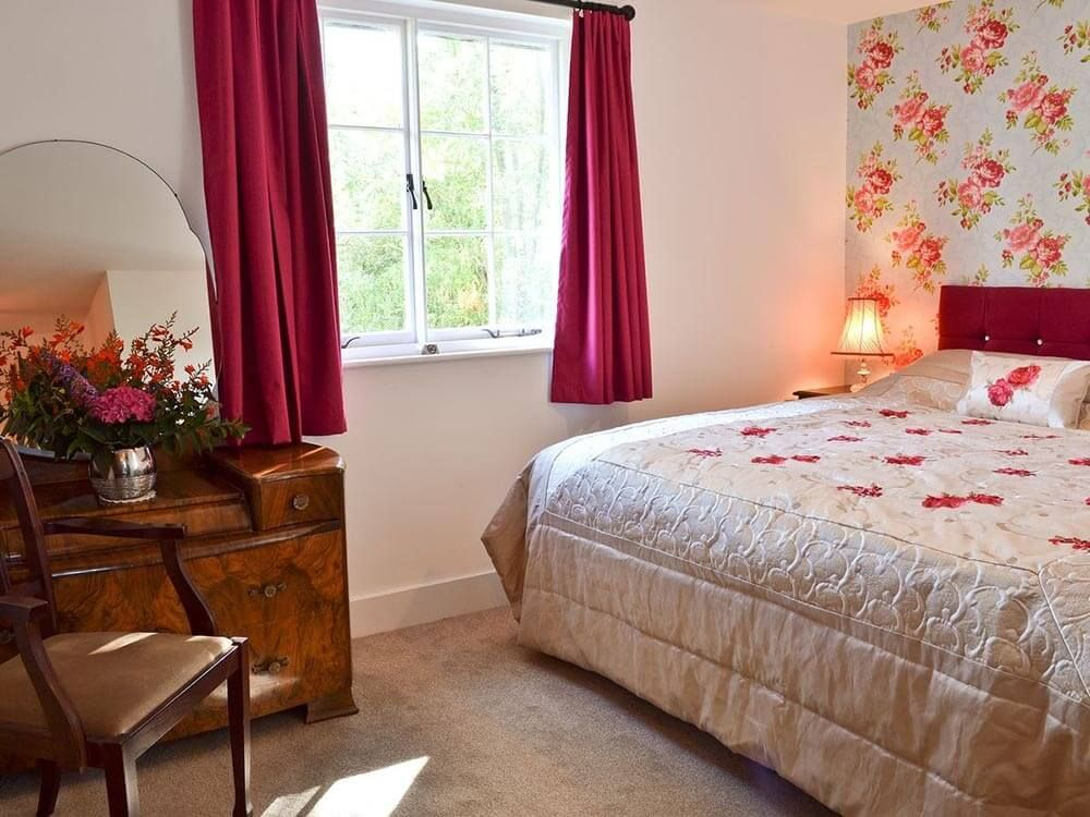 First floor: Double/twin bedroom with 5' zip and link beds with en suite shower room